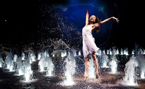 Macau_City_of_Dreams_Dancing_Water_Theater_4